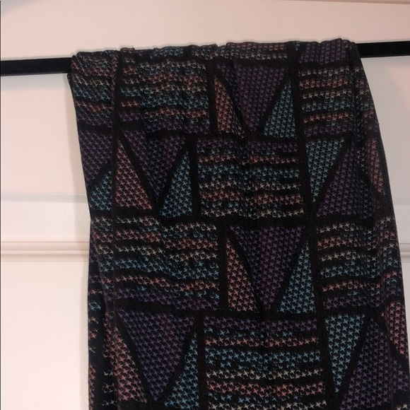 LuLaRoe Pants - Geometric LuLaRoe Leggings Tall & Curvy